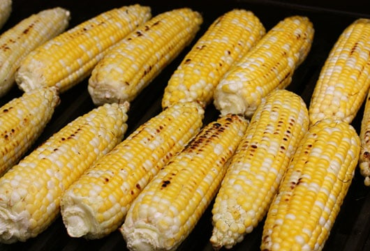corn cobs on the grill