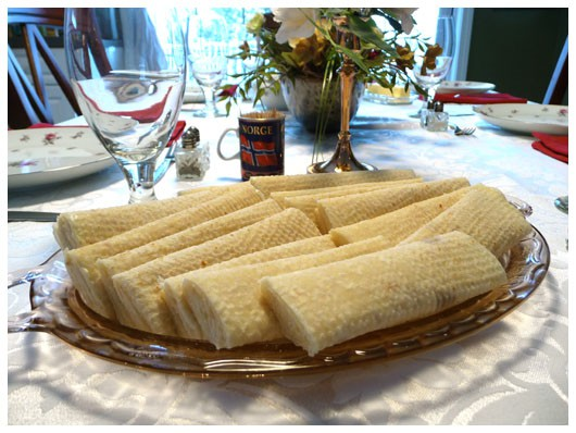 a glass plate of lefse