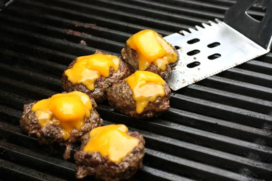 mini cheeseburgers on the grill
