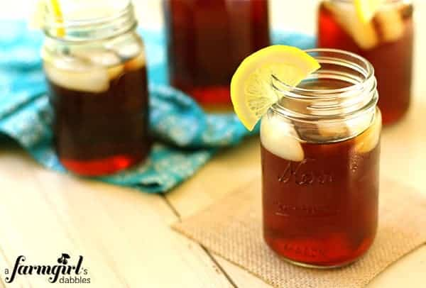 mason jars of iced tea with slices of lemon