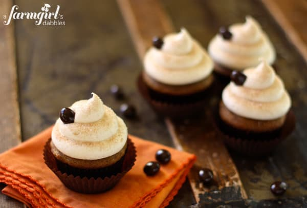 snickerdoodle frosted cupcakes