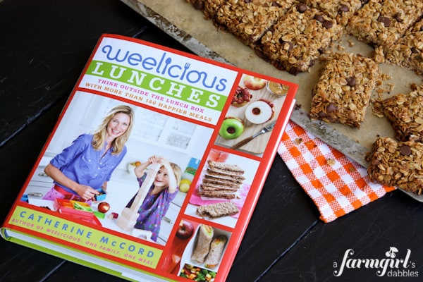 Weelicious Lunches #giveaway + Chocolate Chip Granola Bars at www.afarmgirlsdabbles.com