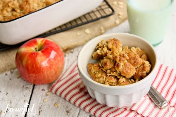 Baked Apple Oatmeal with Crunchy Streusel