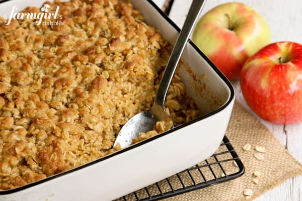 Overnight Baked Apple Oatmeal with Crunchy Brown Sugar Streusel - afarmgirlsdabbles.com #apple #oatmeal #overnight