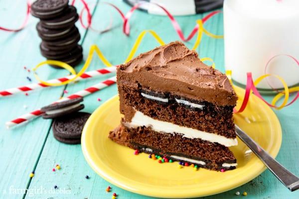 Oreo Surprise-Inside Cake - afarmgirlsdabbles.com #surpriseinsidecakes #oreo