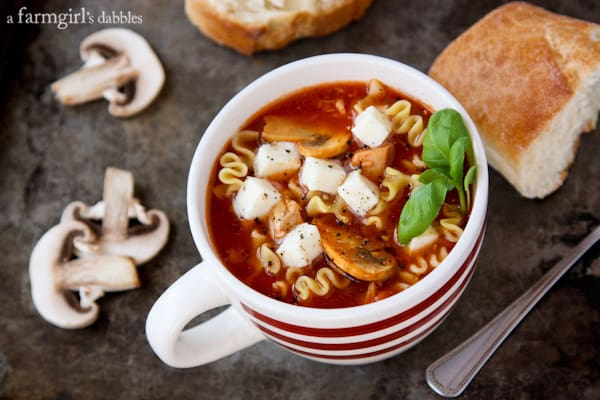 Lasagna Soup with Chicken and mozzarella cubes