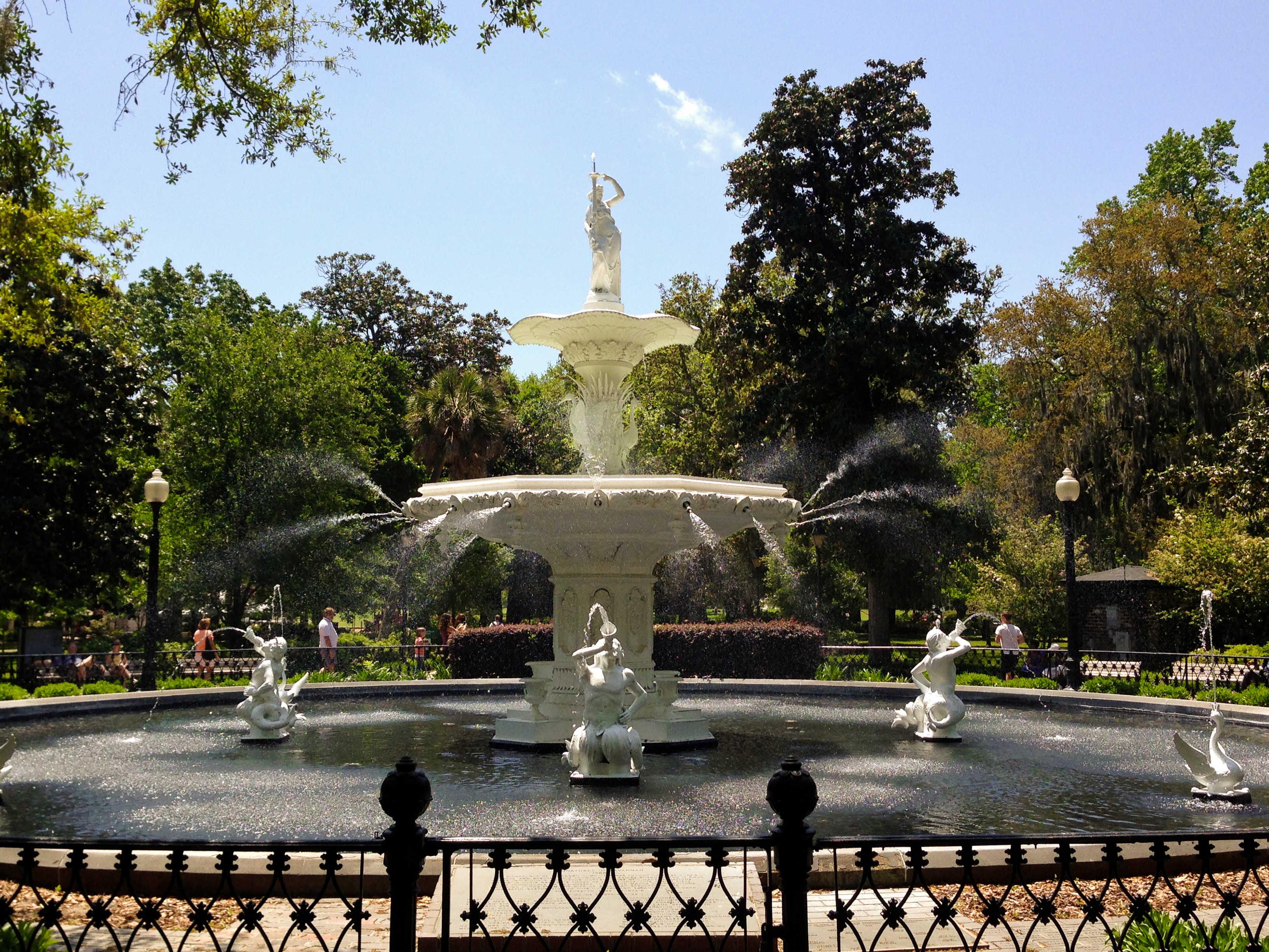 Savannah, Georgia - afarmgirlsdabbles.com #savannah