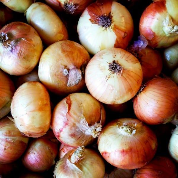 a pile of vidalia onions