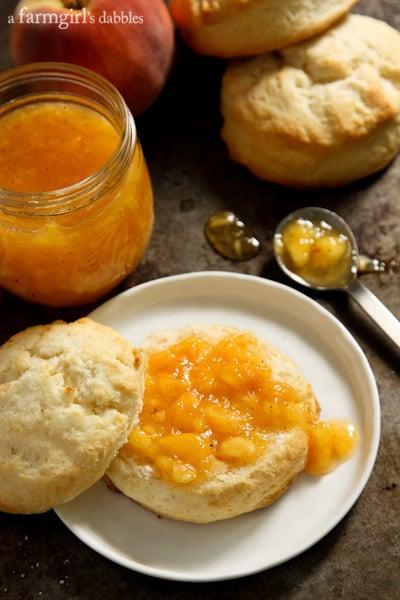Peach and Vanilla Bean Freezer Jam {quick & easy!} - afarmgirlsdabbles ...