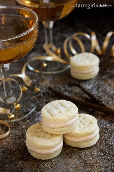 Sandwich Cookies with Spiced Buttercream and cocktails
