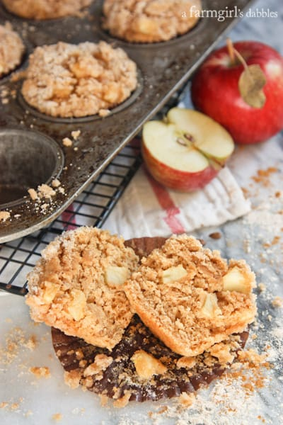 Apple Muffins with Cinnamon Sugar Crumble Topping - afarmgirlsdabbles.com #apple #muffins @farmgirlsdabble