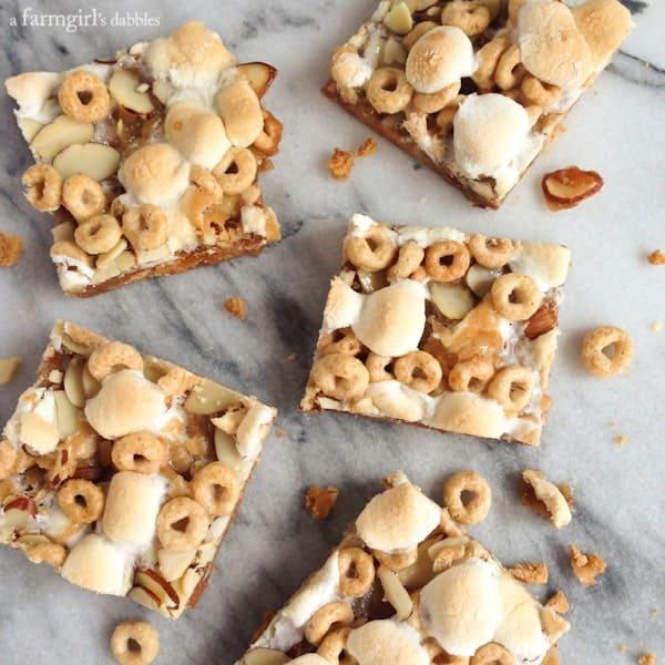Caramel Honey Nut Cheerios Squares - afarmgirlsdabbles.com #caramel #marshmallow #cheerios #powerofoats