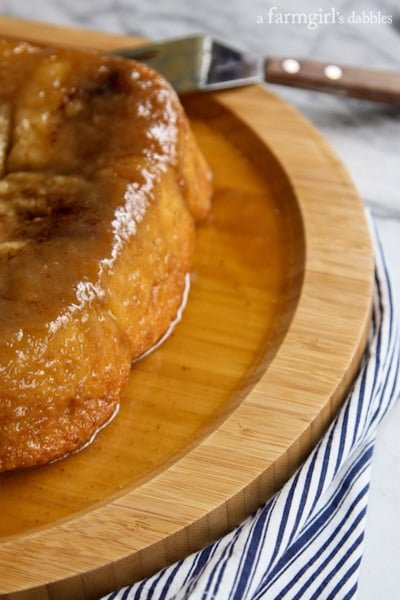 Mom's Ultra Soft and Tender Caramel Rolls - afarmgirlsdabbles.com #caramel #caramelrolls #yeastrolls