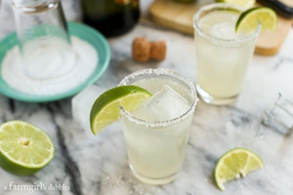 Prosecco Margaritas {big-batch cocktail} from afarmgirlsdabbles.com