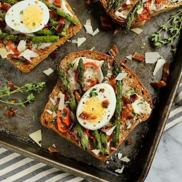 Grilled Asparagus and Red Pepper Toast with Bacon and Egg {a trip to the ranch with The Pioneer Woman & Land O'Lakes} from afarmgirlsdabbles.com