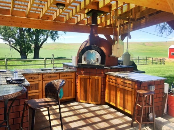 outdoor kitchen and pizza oven