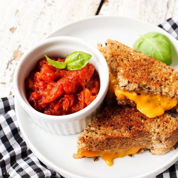 Spicy Italian Tomato Grilled Cheese Dip from afarmgirlsdabbles.com
