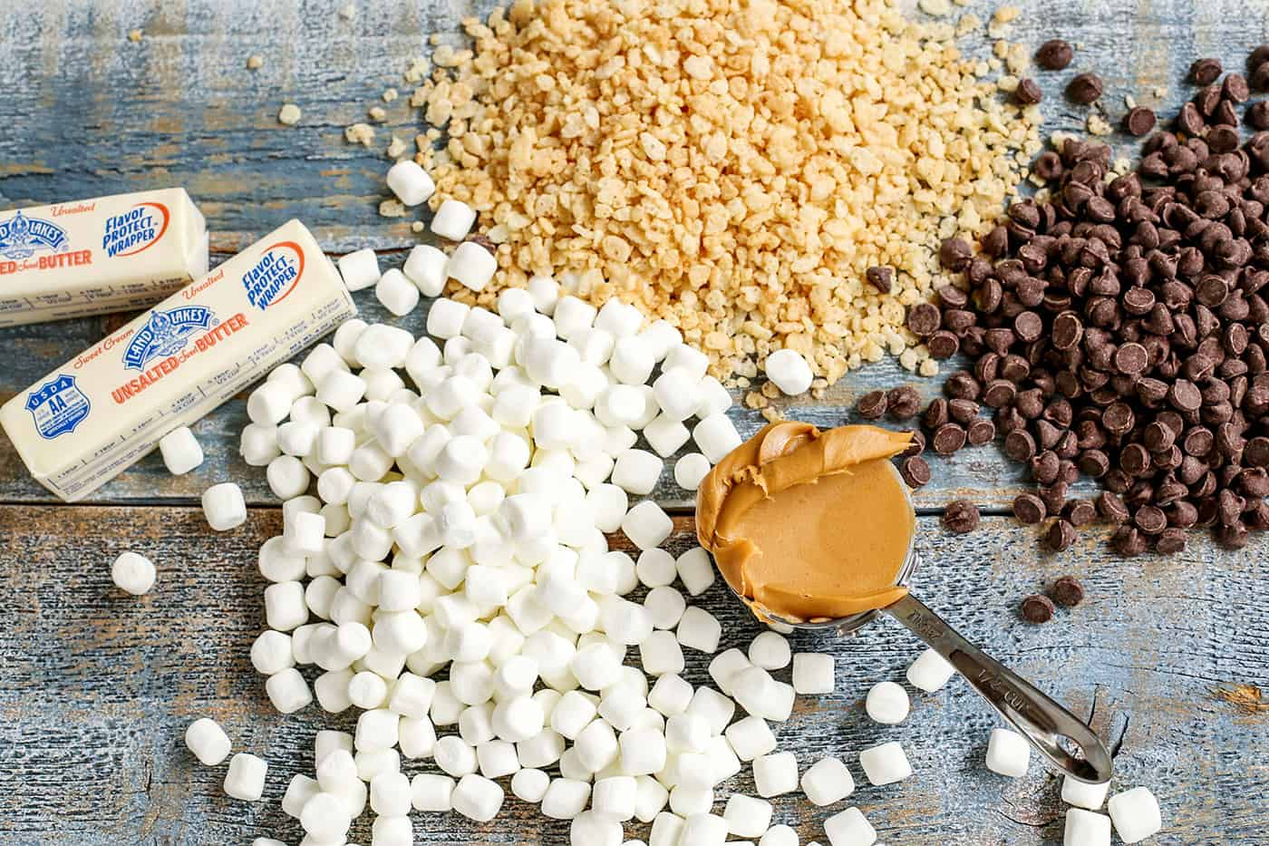 The ingredients needed for extra-marshmallow chocolate peanut butter rice krispies bars