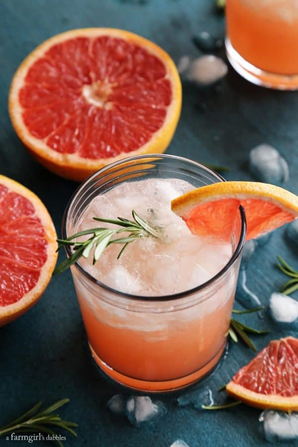 Rosemary Greyhound Cocktail with fresh grapefruit slices