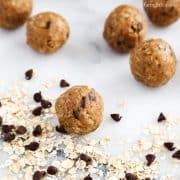 No-Bake Oats and Chocolate Protein Bites