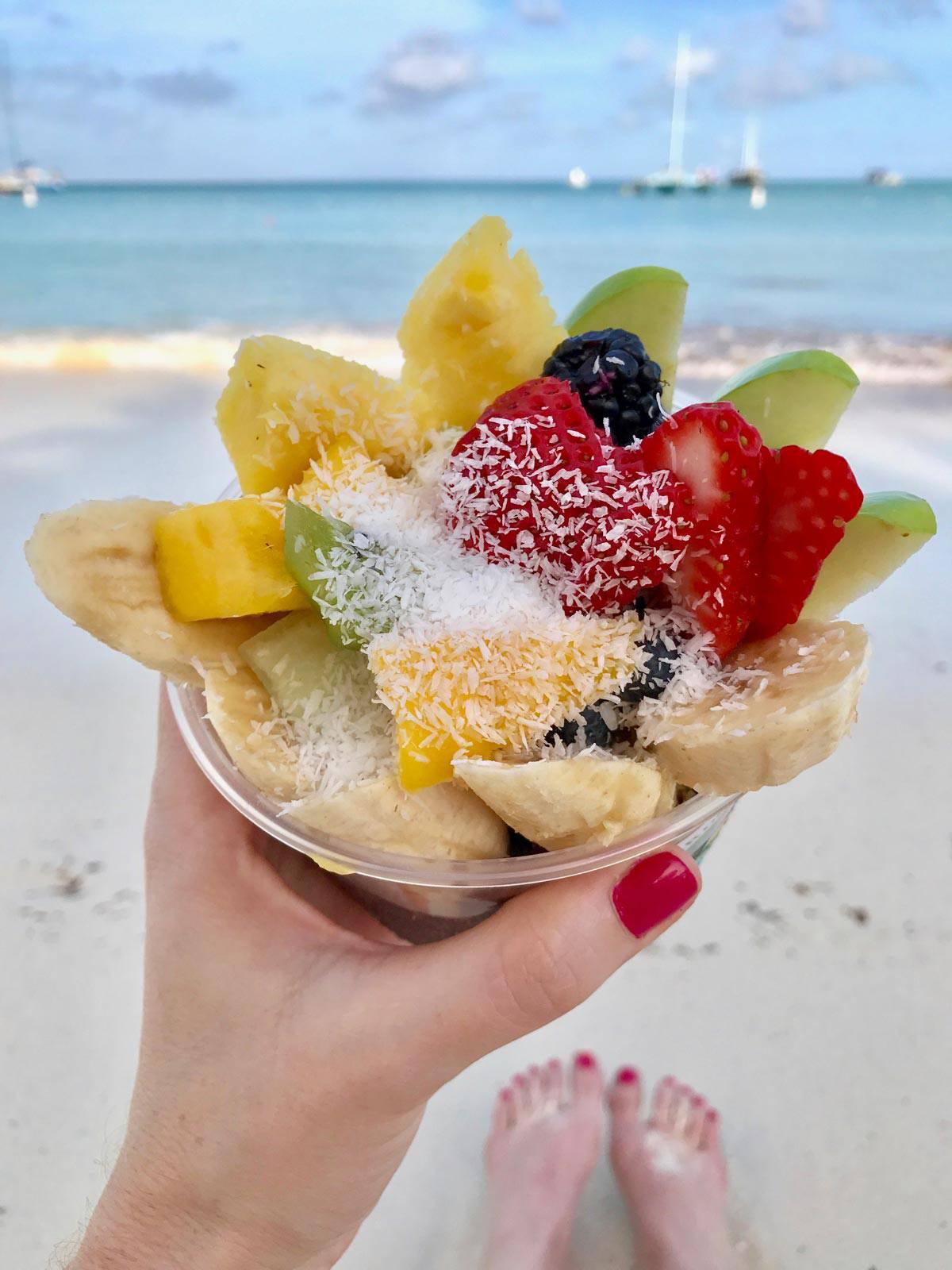 acai bowl from Eduardo's Beach Shack - Aruba - from afarmgirlsdabbles.com