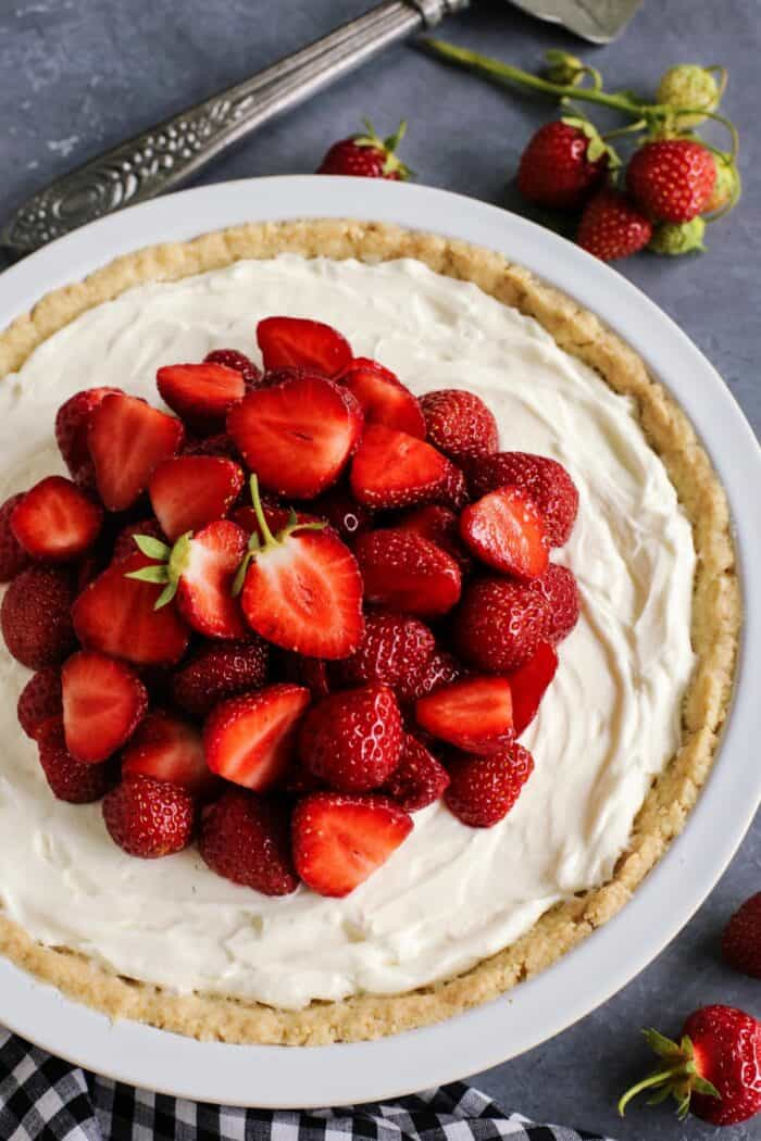 strawberry cream cheese pie in a white pie plate