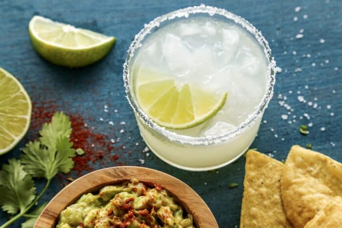 a margarita, plus a bowl of guacamole and tortilla chips